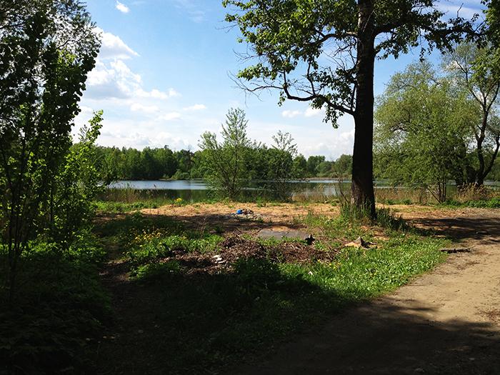 Вид от ворот на озеро 1